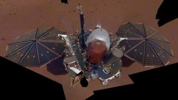 火星探査機インサイトが現地で自撮り。装置の設置場所も撮影