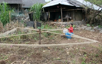 FOCUS: More Vietnamese escaping poverty, but regional, ethnic gaps remain