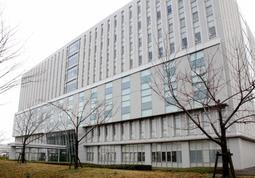 神戸製鋼の初公判が行われた立川簡易裁判所=12日午前、東京都立川市緑町