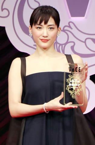 「VOCE BEST COSMETICS AWARDS 2018」に登場した綾瀬はるかさん