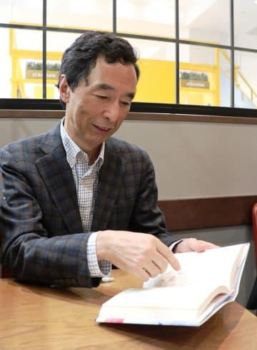 「核なき未来へ―被爆二世からのメッセージ」を出版する森川さん=長崎市内