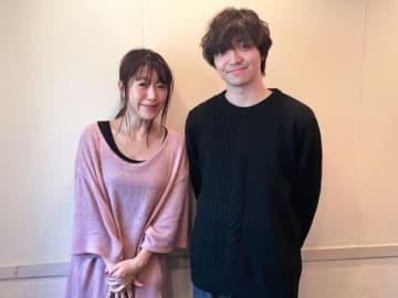 三浦大知さん(右)と、番組パーソナリティの坂本美雨(左)