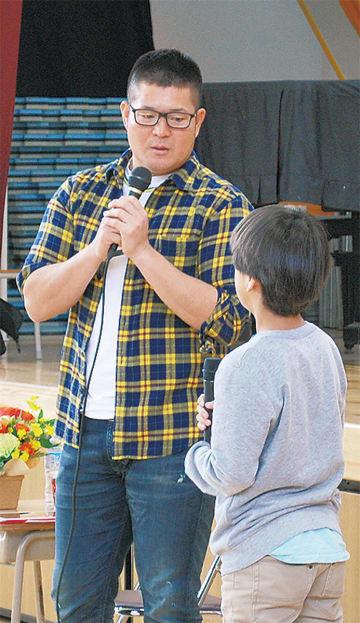 児童らの質問に丁寧に答える、G後藤武敏さん