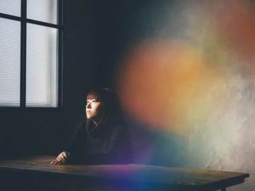 小谷美紗子が自身初となる詩集を発表、2年振りの弾き語りツアー『PARADIGM SHIFT』を開催