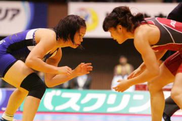 過去3度対戦している川井梨紗子(左)と伊調馨。4年ぶりの対戦が実現するか