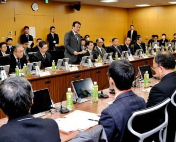 水害・土砂災害の避難に関する対策の報告書案を取りまとめたワーキンググループの最終会合=12日午後、内閣府