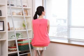 ダイエットの専門医が伝授「7秒かけて座るだけで全身の鍛錬に」