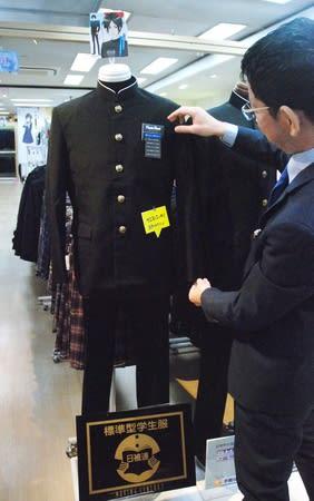伸縮性を高めて細身でも着やすくしたバロンハヤカワの「スタイリッシュ学生服」