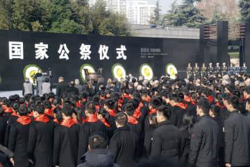 13日、中国江蘇省南京市で開かれた南京大虐殺の犠牲者の国家追悼式典(共同)