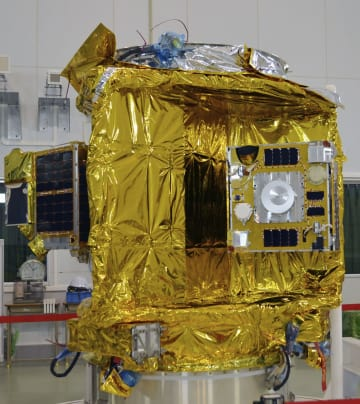 イプシロン4号機で打ち上げられる複数の超小型衛星を搭載し軌道に投入する装置=13日午後、鹿児島県肝付町の内之浦宇宙空間観測所