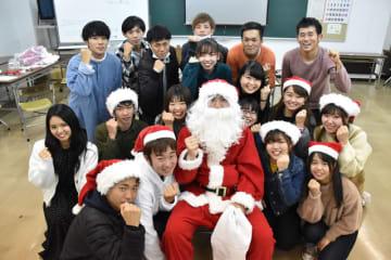 子どもたちに夢を届けたいと活動に励むチャリティーサンタ宮崎支部のメンバーら