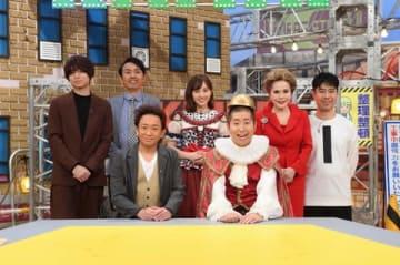 「TOKIO」の城島茂さん(前列左から2番目)ら20日放送のNHKの番組「解体キングダム 」出演者たち=NHK提供