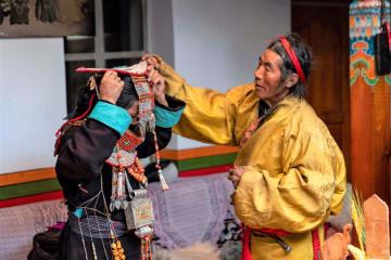 華麗なプラン飛天服飾 チベット自治区ガリ