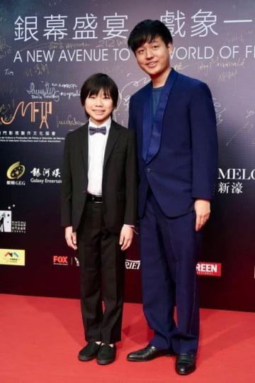 主演の佐藤結良(写真左)と奥山大史監督