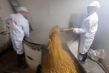 山村に漂う伝統の酒の香り 湖北省秭帰県