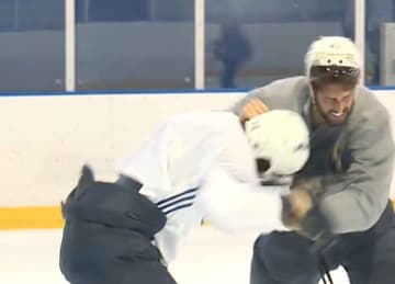 Blues players Zach Sanford & Robert Bortuzzo fight in practice