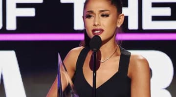 LOS ANGELES, CA - NOVEMBER 20: Singer Ariana Grande accepts Artist of the Year onstage during the 2016 American Music Awards at Microsoft Theater on November 20, 2016 in Los Angeles, California. (Photo by Kevin Winter/Getty Images)
