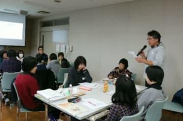 県介護入門者研修。グループワークなどで介護への理解を深める受講者
