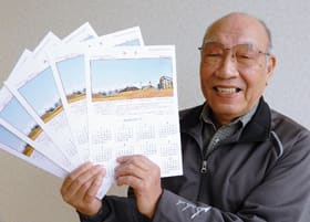 晩秋の室蘭・だんパラ公園の写真を使い、来年のオリジナルカレンダーを製作した鈴木さん