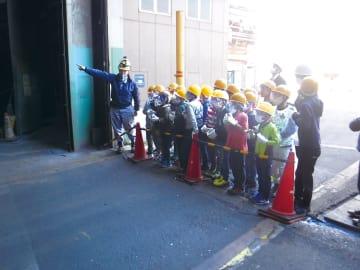 JFE条鋼・東部製造所、地元の小学生が工場見学
