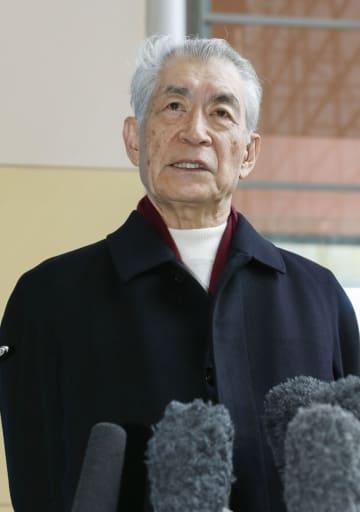 ノーベル賞授賞式を終えて帰国し、記者会見する本庶佑・京都大特別教授=14日午前、関西空港