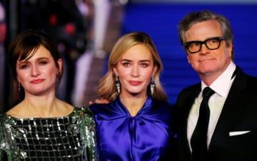12月12日、ディズニーの名作ミュージカル映画の続編『メリー・ポピンズ リターンズ』の欧州プレミアが英ロンドンで開催され、主役のエミリー・ブラント(中央)のほか、エミリー・モーティマー(左)、コリン・ファース(右)ら出演者が姿を見せた。 - (2018年 ロイター/John Sibley)