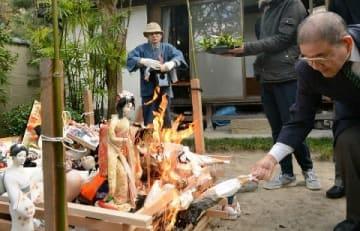 博多人形を供養 地元の祥勝院