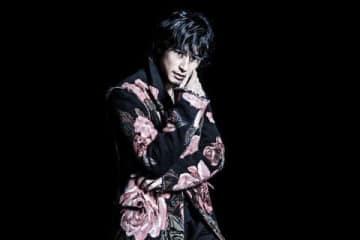 連続ドラマ「僕の初恋をキミに捧ぐ」の主題歌を担当するDEAN FUJIOKAさん