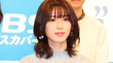 """連続ドラマ「I""""s」の制作発表会に登場した白石聖さん"""