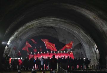 京張高速鉄道の新八達嶺トンネルが貫通