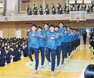 全国大会での健闘誓う 星稜高サッカー、弓道部激励会
