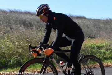 ズイフトイベントで来日中のクネゴが彩湖でサイクリング。乗っているのはイタリアのハンドメイドバイク「BIXXIS」のPATHOS