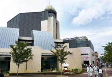 伊勢原市立図書館