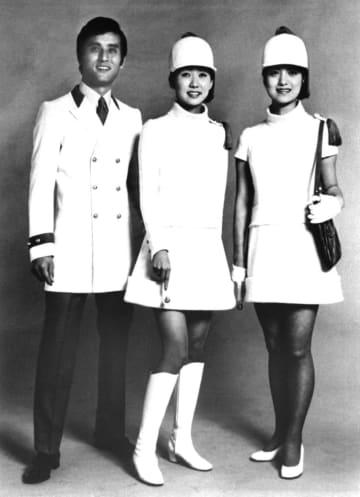 <あのころ>日本館の制服は超ミニ
