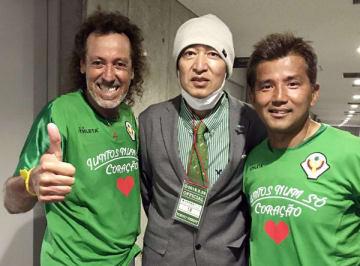 2018年5月の激励試合で(左はラモス瑠偉、右は永井秀樹)/(C)日刊ゲンダイ