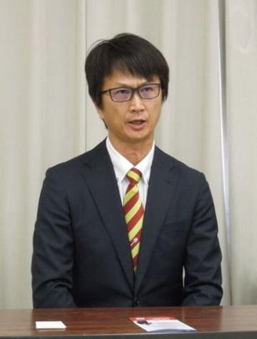 【記者会見で、県議選への立候補を表明する喜田氏=県庁で】