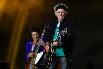 12月13日、英ロックバンド、ローリング・ストーンズのギタリスト、キース・リチャーズ(74)が、「ほぼ」アルコールをやめたと述べた。ローリング・ストーン誌のインタビューに答えた。5月22日、ロンドンで撮影 - (2018年 ロイター/Dylan Martinez)
