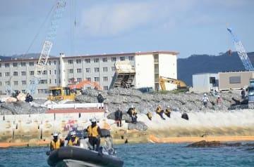 防衛局15日も土砂投入 「怒りを持って反発する」 市民らカヌー25艇で抗議