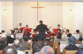 登別中央福音教会で行われた新会堂完成25周年記念「クリスマス マンドリンコンサート」