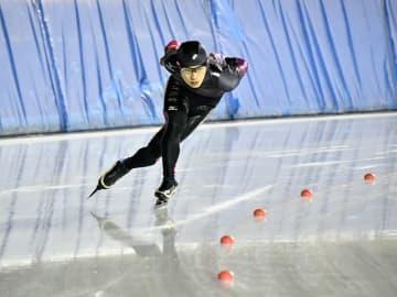 男子1500メートルを2連覇した伊藤海里=県クリスタルパーク恵那