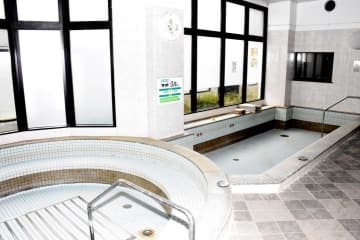 西日本豪雨で水没し営業を休止しているカロト温泉=12日、西予市野村町野村