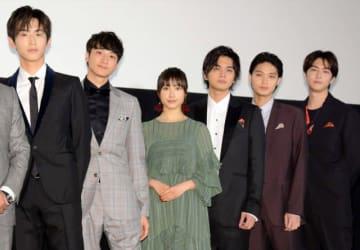 (左から)杉野遥亮、小関裕太、土屋太鳳、北村匠海、磯村勇斗、稲葉友