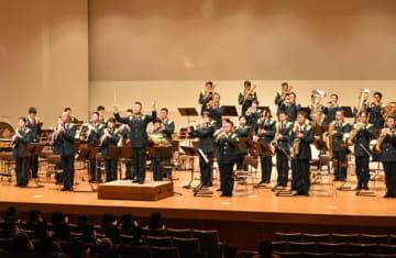 クラシックの名曲やクリスマスソングを披露した陸上自衛隊西部方面音楽隊