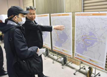 国交省が開いた都心上空に新たに設定される飛行ルートについての住民説明会=15日午後、東京都品川区