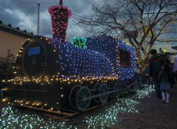 東逗子に「光る列車」出現 来週末にはクリスマス企画