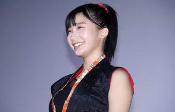 映画「レッド・ブレイド」の初日舞台あいさつに登場した小倉優香さん