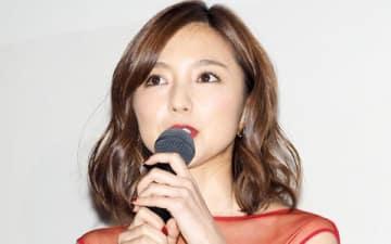 映画「青の帰り道」の初日舞台あいさつに登場した真野恵里菜さん