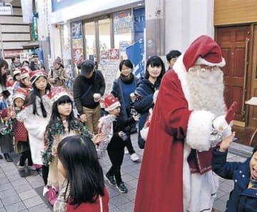 クリスマス多彩に交流 富山には公認サンタ