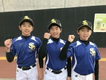 「日本一目指して頑張るぞ」と意気込む(右から)巴田君、児玉君、大神君=福岡県筑後市のタマホームスタジアム筑後