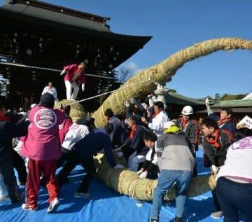 新年へ日本最大級の大しめ縄作り 重さ3トン、長さ11メートル 宮地獄神社 [福岡県]